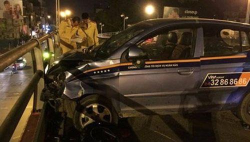 Hé lộ nguyên nhân vụ tai nạn kinh hoàng trên cầu vượt Thái Hà - Ảnh 1
