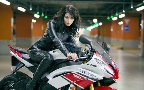 Phụ nữ đẹp, tự tin và gợi cảm nếu biết lái xe mô tô - Ảnh 2