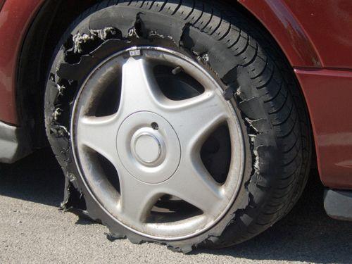 Chăm sóc lốp xe để không gặp rắc rối giữa đường khi trời nắng - Ảnh 1