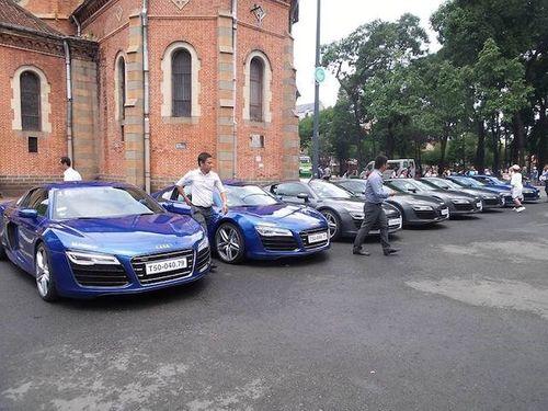 """Dàn siêu xe Audi R8 """"náo động"""" đường phố Sài Gòn - Ảnh 2"""