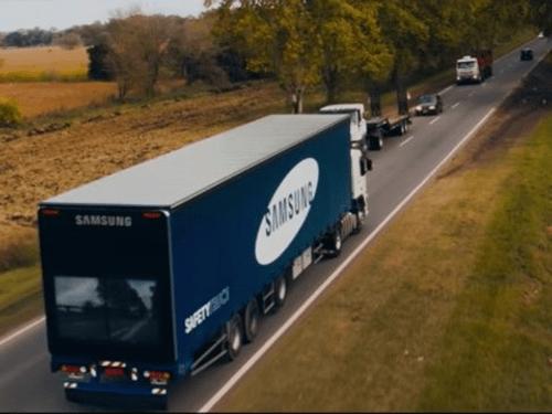 """Samsung giới thiệu công nghệ """"nhìn xuyên qua xe tải"""" nhằm giảm tai nạn - Ảnh 1"""