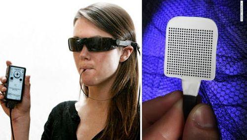 Chính thức bán thiết bị giúp người mù nhìn đường... bằng lưỡi - Ảnh 1