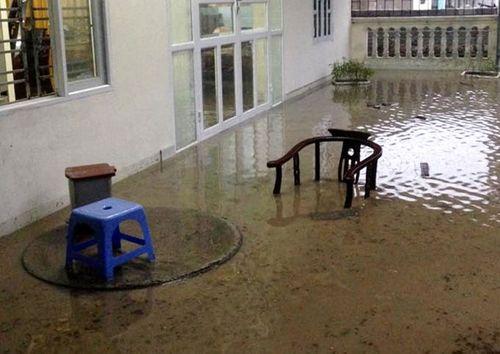 Chùm ảnh: Đường phố thành sông do mưa lớn kéo dài ở Quảng Ninh - Ảnh 3