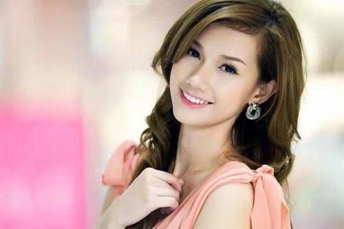 """Những người đẹp Việt """"khóc không thành tiếng"""" vì chồng đại gia - Ảnh 4"""