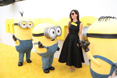 Sandra Bullock bị bao vây bởi đội quân nhí Minions - Ảnh 1