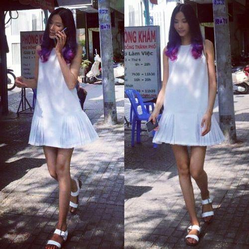 Hà Tăng, Ngọc Trinh, Minh Hằng khoe vóc dáng xinh tươi với váy ngắn - Ảnh 2