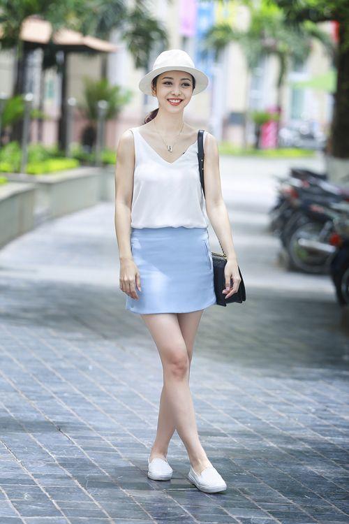 Hà Tăng, Ngọc Trinh, Minh Hằng khoe vóc dáng xinh tươi với váy ngắn - Ảnh 5