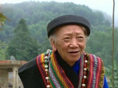Đám cưới đặc biệt của  già làng 92 tuổi với lão bà 83  nhờ tiếng khèn kỳ diệu - Ảnh 1