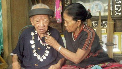 Đám cưới đặc biệt của  già làng 92 tuổi với lão bà 83  nhờ tiếng khèn kỳ diệu - Ảnh 2
