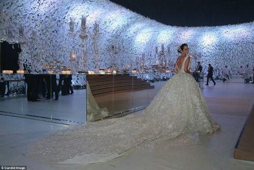 Đám cưới siêu sang: Cô dâu chi hơn 21 tỷ đồng cho hoa tươi - Ảnh 1