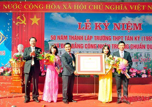 Trường THPT Tân Kỳ nhận bằng khen Thủ tướng, đạt trường chuẩn Quốc gia - Ảnh 1