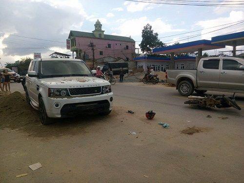 Ô tô mang biển số Lào gây tai nạn, một phụ nữ nguy kịch - Ảnh 1