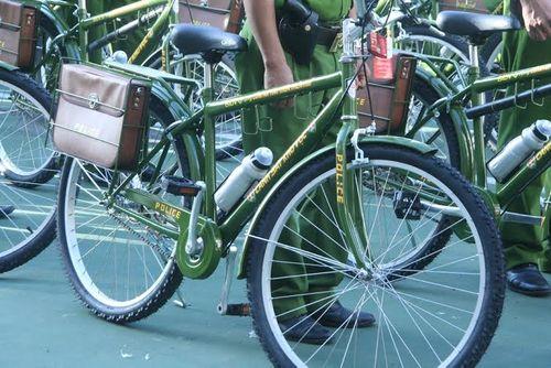 Cảnh sát khu vực Thừa Thiên - Huế tuần tra bằng xe đạp  - Ảnh 2
