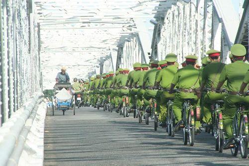 Cảnh sát khu vực Thừa Thiên - Huế tuần tra bằng xe đạp  - Ảnh 3