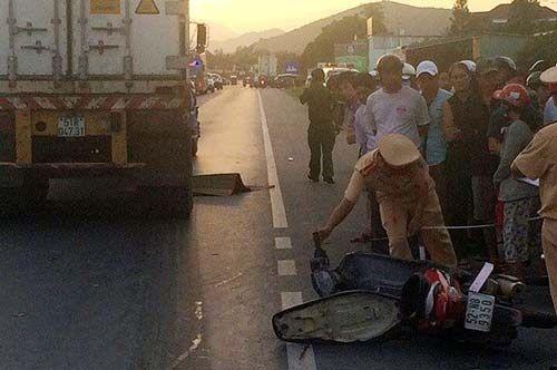 Tai nạn khiến 3 người thương vong, QL 1A ách tắc trong 2 giờ - Ảnh 1