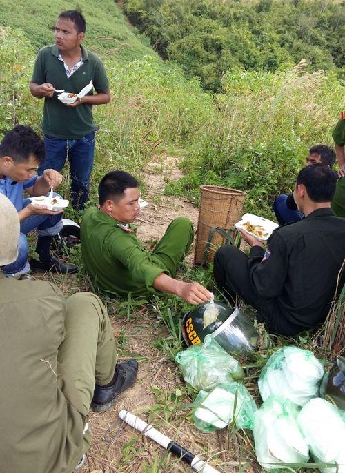 Bắt nghi phạm thứ 3 vụ cướp taxi trốn vào rừng ở Lâm Đồng - Ảnh 1