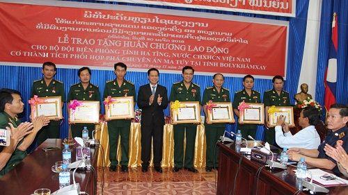7 cán bộ, chiến sỹ BĐBP Hà Tĩnh đón nhận Huân chương LĐ hạng Ba của CHDCND Lào - Ảnh 1