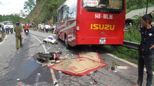 Tai nạn nghiêm trọng, cả gia đình 3 người chết thảm - Ảnh 1