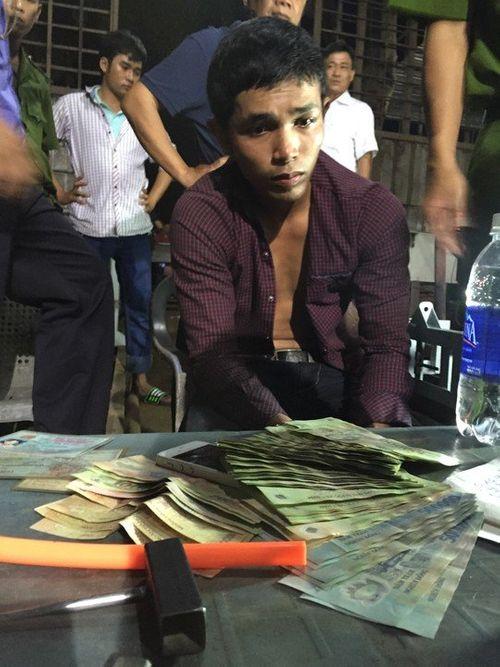 Cướp túi xách của người vừa rút tiền từ ngân hàng - Ảnh 1