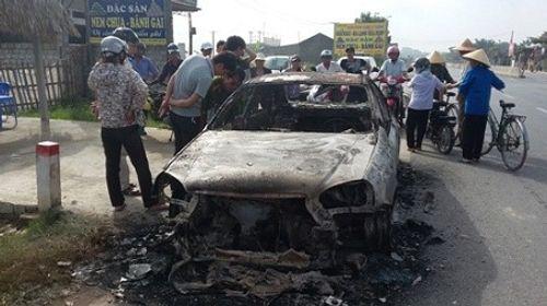 Nam thanh niên đốt xe ô tô vì tài xế không chịu... chạy nhanh - Ảnh 1