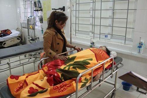 Hà Tĩnh: 2 nữ sinh nhập viện sau khi tiêm vacxin rubella - Ảnh 1