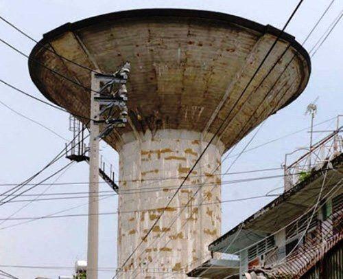 Tháo dỡ 7 thủy đài hình nấm bỏ hoang 40 năm ở TP HCM - Ảnh 1