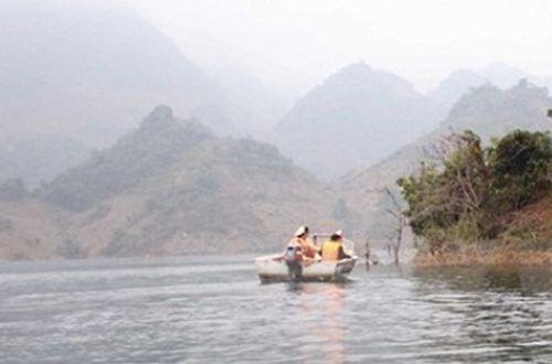 Chìm thuyền, hai thiếu nữ mất tích trên lòng hồ thủy điện - Ảnh 1