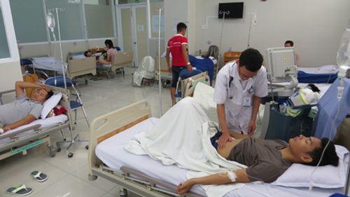 Khánh Hòa: Gần 60 du khách nhập viện sau khi dự tiệc tại nhà hàng - Ảnh 1