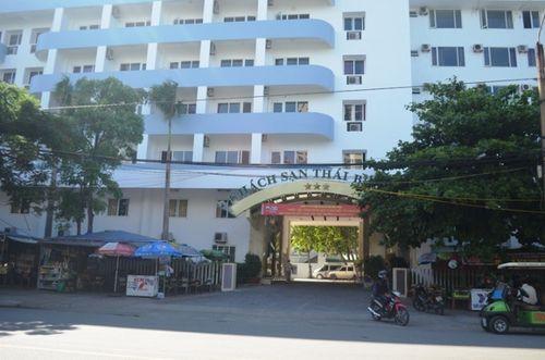 """Không dùng đủ bữa tại khách sạn, hơn 90 người bị """"giam"""" xe - Ảnh 1"""