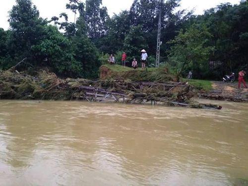 Nhiều cây cầu ở Miền Trung bị trôi sập sau mưa lũ - Ảnh 5