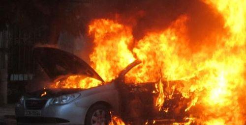 Ô tô bốc cháy ở sân bay Nội Bài, lái xe tử vong - Ảnh 1