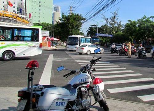 Dùng sân bay Nha Trang 'giải cứu' đường ùn tắc - Ảnh 1