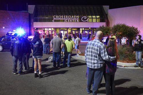 IS nhận trách nhiệm vụ tấn công 8 người ở trung tâm mua sắm Mỹ - Ảnh 1