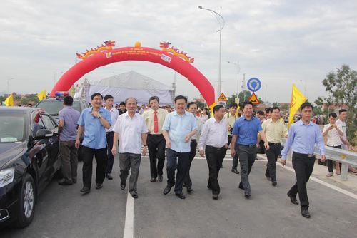 Khánh thành cầu Yên Xuân nối đôi bờ sông Lam - Ảnh 2