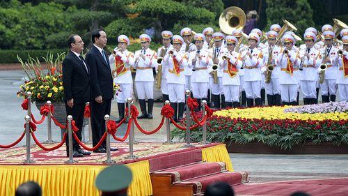 Hình ảnh Chủ tịch nước đón Tổng thống Pháp tại Phủ Chủ tịch - Ảnh 2