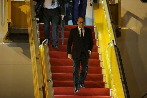 Tổng thống Pháp François Hollande đến TP HCM - Ảnh 2