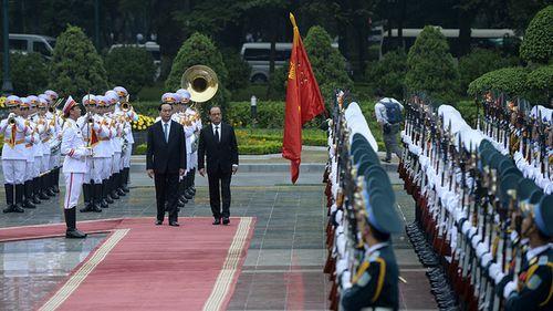 Hình ảnh Chủ tịch nước đón Tổng thống Pháp tại Phủ Chủ tịch - Ảnh 1