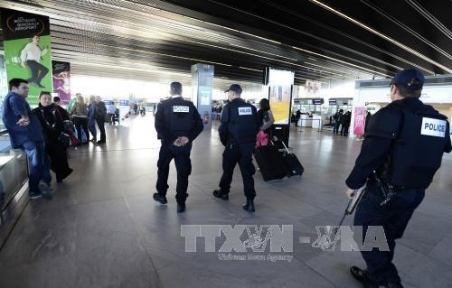 Chính phủ nhiều nước họp khẩn cấp sau vụ khủng bố ở Paris - Ảnh 1