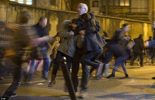Dân Pháp chạy loạn trong lúc tưởng niệm nạn nhân tại Paris vì nghi xả súng - Ảnh 4