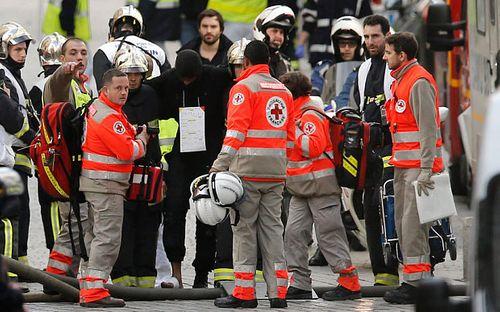 Đấu súng tại Paris: Bắt giữ 7 kẻ khủng bố - Ảnh 1