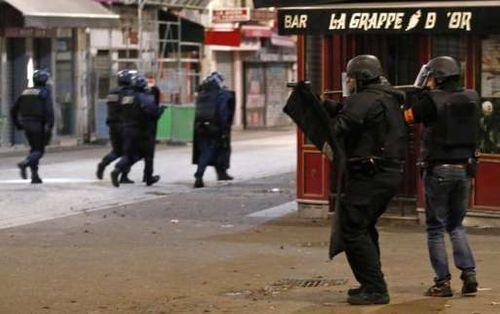 Đấu súng tại Paris: Bắt giữ 7 kẻ khủng bố - Ảnh 3