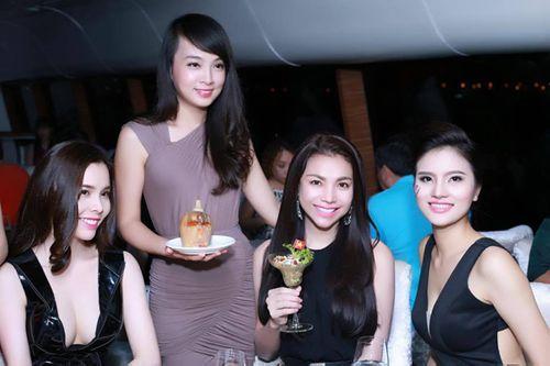 Khách quốc tế sửng sốt với món cocktail bánh mì kiểu Việt - Ảnh 4