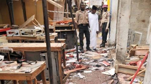 Bé gái 11 tuổi đánh bom liều chết, hàng trăm người thương vong - Ảnh 1