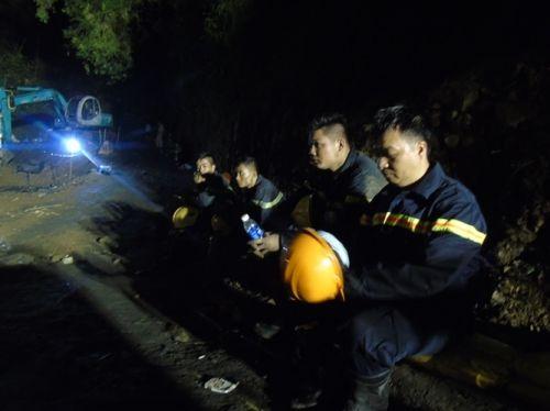 Vụ sập mỏ than Hòa Bình: Vẫn đang nỗ lực tìm kiếm thi thể 2 nạn nhân - Ảnh 3