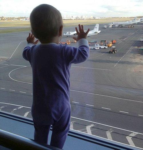 """Vụ máy bay Nga rơi: Thi thể bé gái """"biểu tượng"""" cách hiện trường 33km - Ảnh 1"""