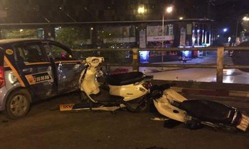 Tông hàng loạt xe máy, tài xế taxi nhảy cầu vượt tự tử - Ảnh 1