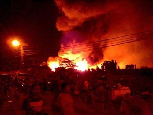 Đại hỏa hoạn san phẳng 500 ngôi nhà tại Philippines - Ảnh 1