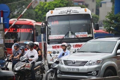 Chùm ảnh: Bến xe Lương Yên trước ngày di dời - Ảnh 6
