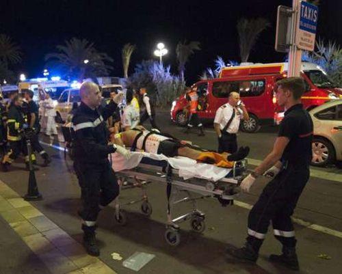Vụ khúng bố đúng dịp Quốc khánh Pháp, ít nhất 84 người chết - Ảnh 8