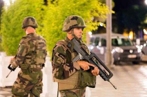Vụ khúng bố đúng dịp Quốc khánh Pháp, ít nhất 84 người chết - Ảnh 10